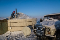 Cleaning the snow of the Ger