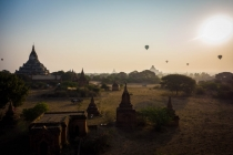 Sunrise at kingdom of Bagan with balloons