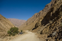 The road down from Garm Chasma hot springs