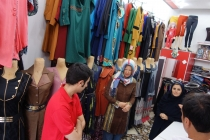 Buying a manteau in Takab
