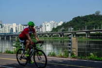 Cyclist on the Han river cycling path