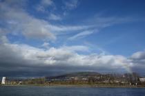 Sun and rain along the Rhein with a rainbow