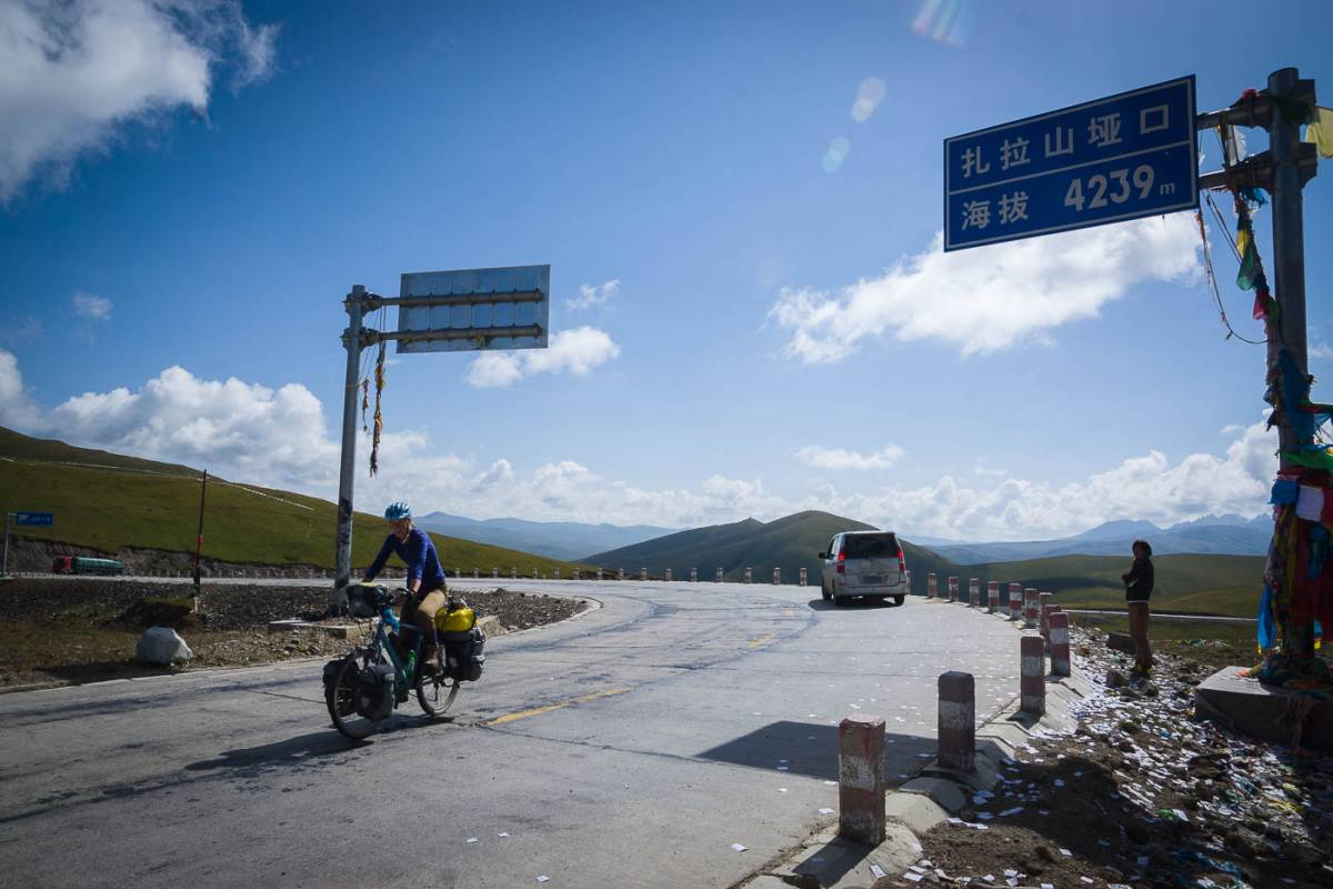 Cycling up and over 4000m+ passes in Gansu, Qinghai and Sichuan